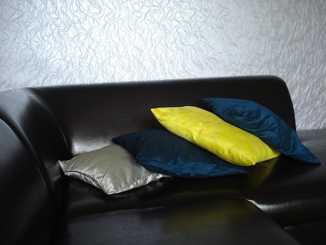 Des kits pour nettoyer votre canapé en cuir avec aisance