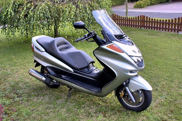 Quelles contraintes et quelle assurance pour un scooter 125